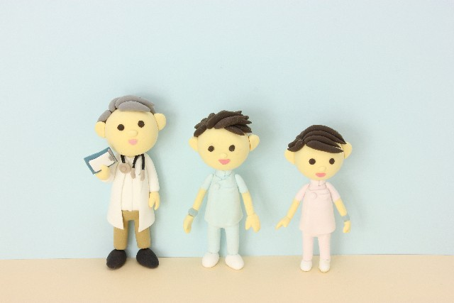 医師と看護師(写真AC[)