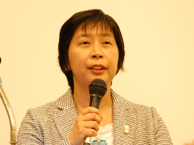 厚生労働省保険局医療介護連携政策課の渡辺由美子課長、「病院経営は、自病院という『点』の視点から、地域という『面』の視点への転換が必要」と強調