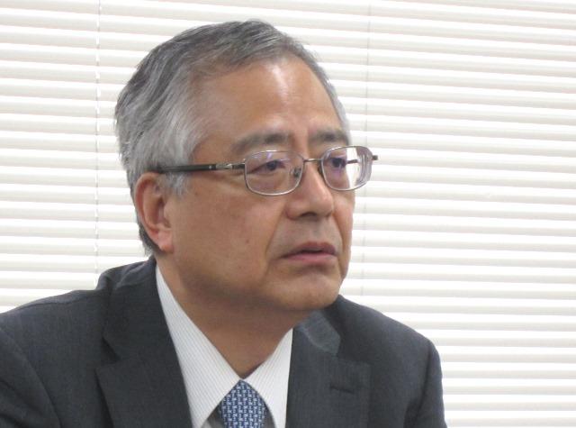 7月24日の記者会見で説明を行う、日本病院団体協議会の楠岡英雄議長