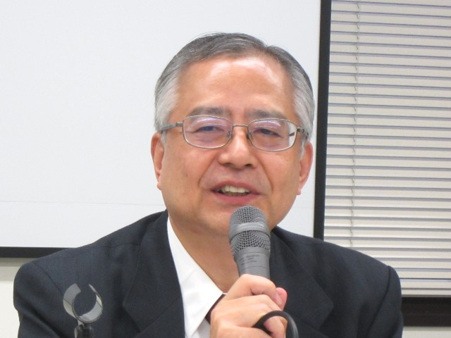 9月25日の定例記者会見に臨んだ、日本病院団体協議会の楠岡英雄議長