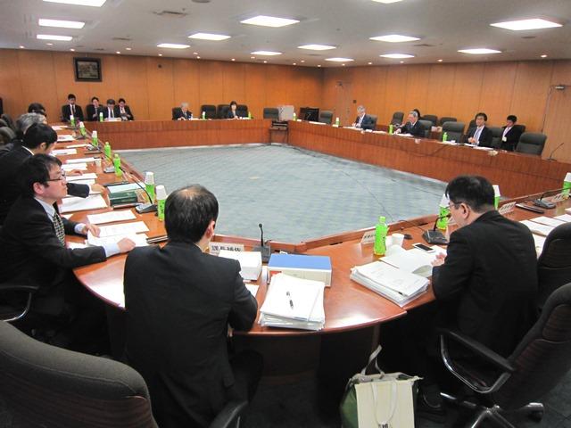 4月20日に開催された、「第3回 大学附属病院等のガバナンスに関する検討会」