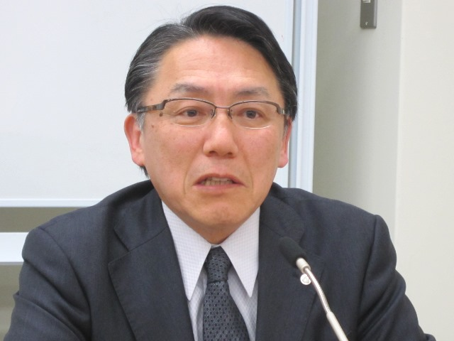 4月22日の定例記者会見に臨んだ、日本病院団体協議会の神野正博議長(全日本病院協会副会長)