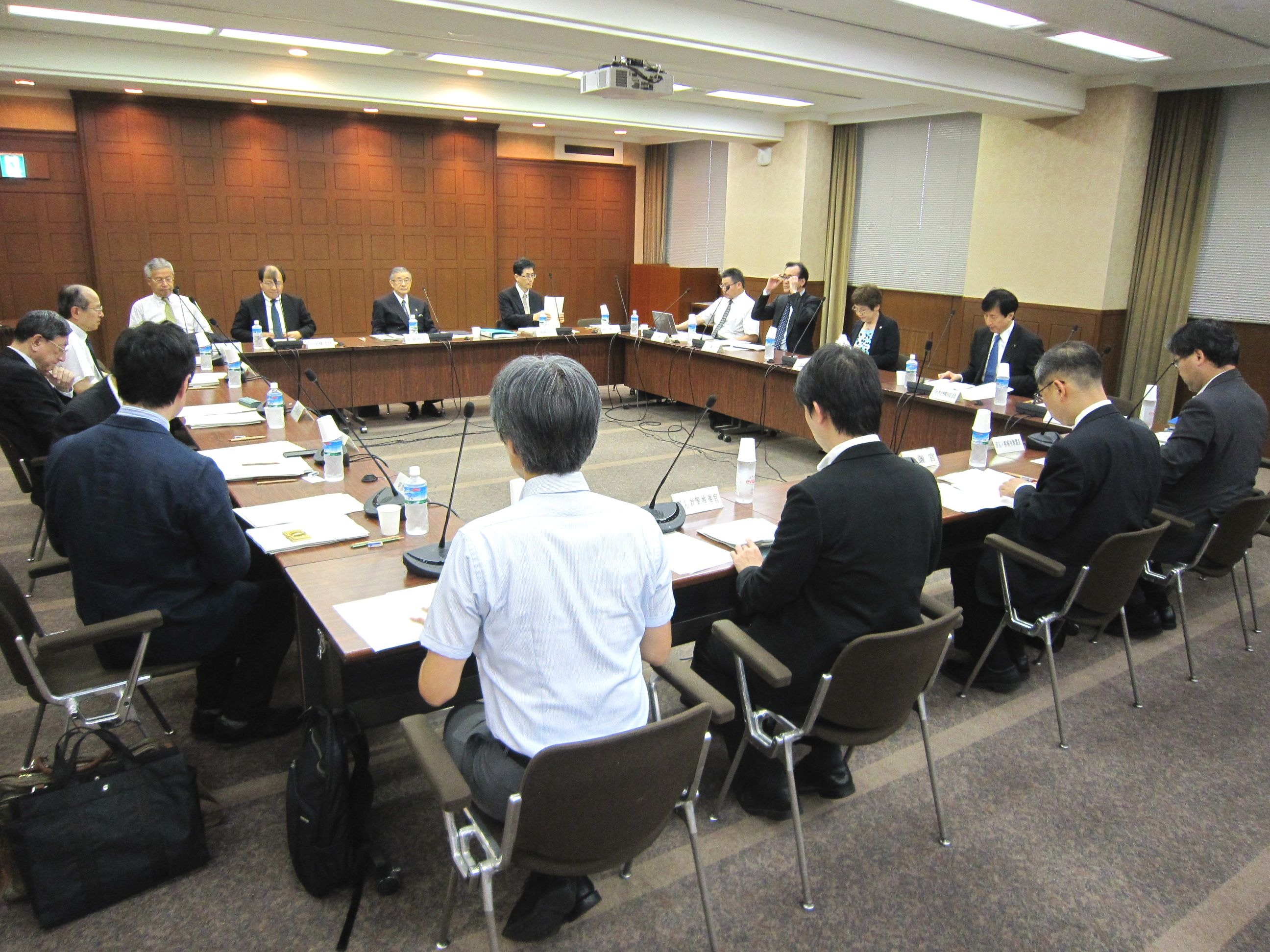 6月16日に開催された、「第6回 がん診療提供体制のあり方に関する検討会」