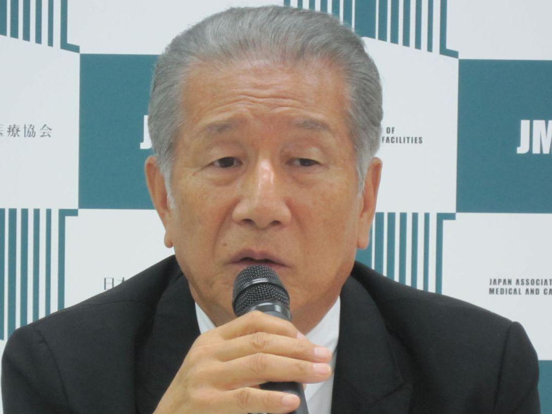 8月16日の定例記者会見に臨んだ、日本慢性期医療協会の武久洋三会長
