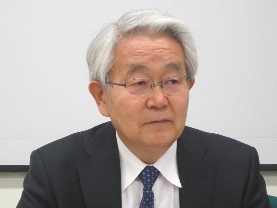10月24日の定例記者会見に臨んだ、日本病院会の堺常雄会長