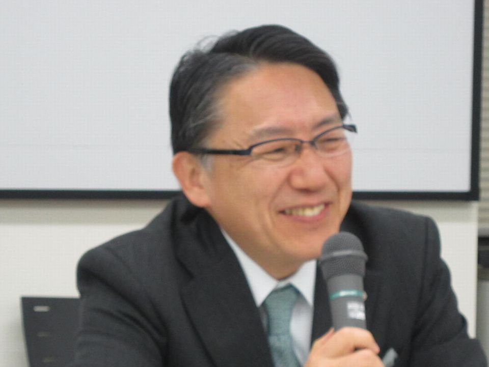11月2日の日本病院団体協議会・代表者会議後に記者会見に臨んだ、神野正博議長