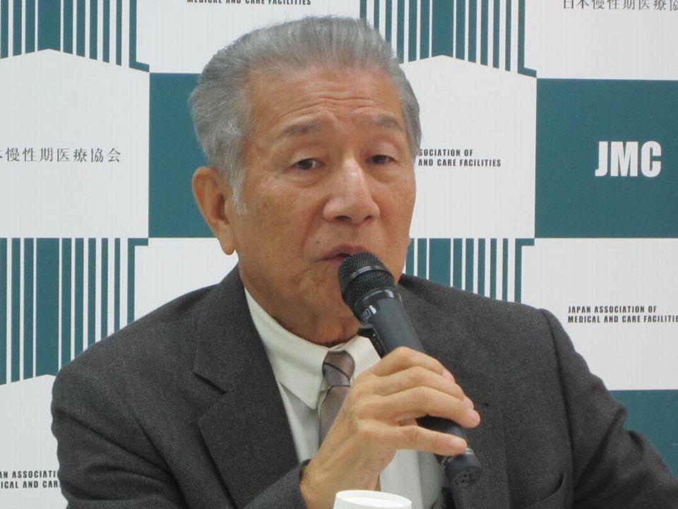 11月16日の理事会後、記者会見に臨んだ日本慢性期医療協会の武久洋三会長