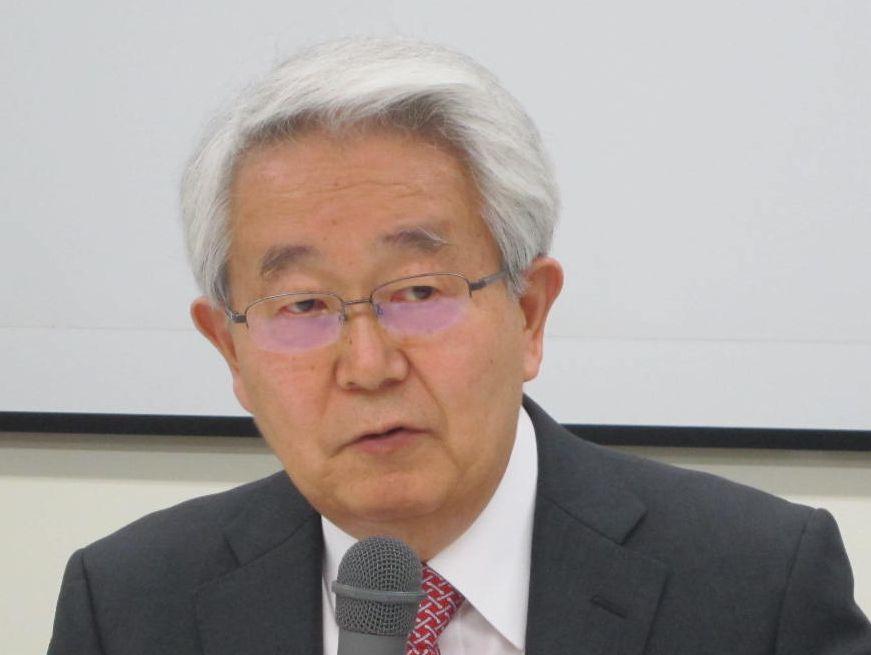 11月28日の定例記者会見に臨んだ、日本病院会の堺常雄会長