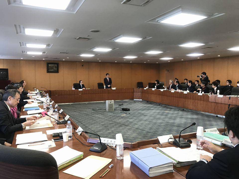 12月21日に開催された「第63回 がん対策推進協議会」。冒頭に塩崎恭久厚生労働大臣から挨拶があった