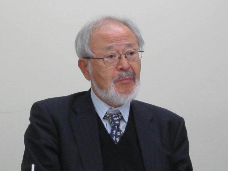12月8日の定例記者会見に臨んだ、全国自治体病院協議会の邉見公雄会長