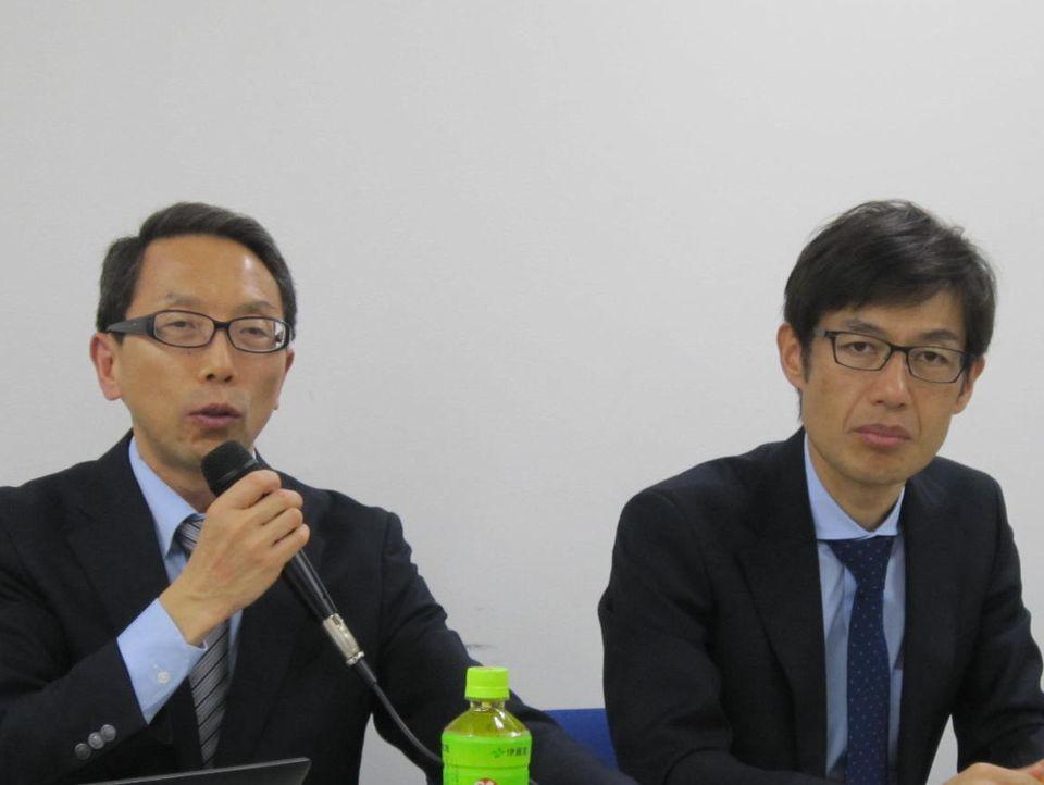 日本麻酔科学会の齋藤繁常務理事(写真向かって左)と同学会社会保険部会の天谷文昌部会員(同向かって右)