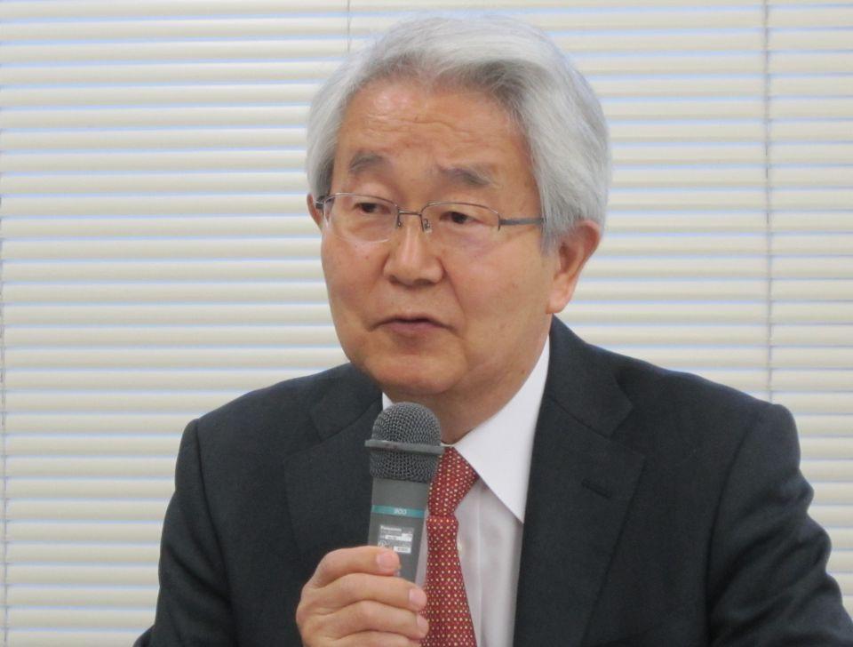 1月16日に開催された、2017年初の定例記者会見に臨んだ堺常雄会長