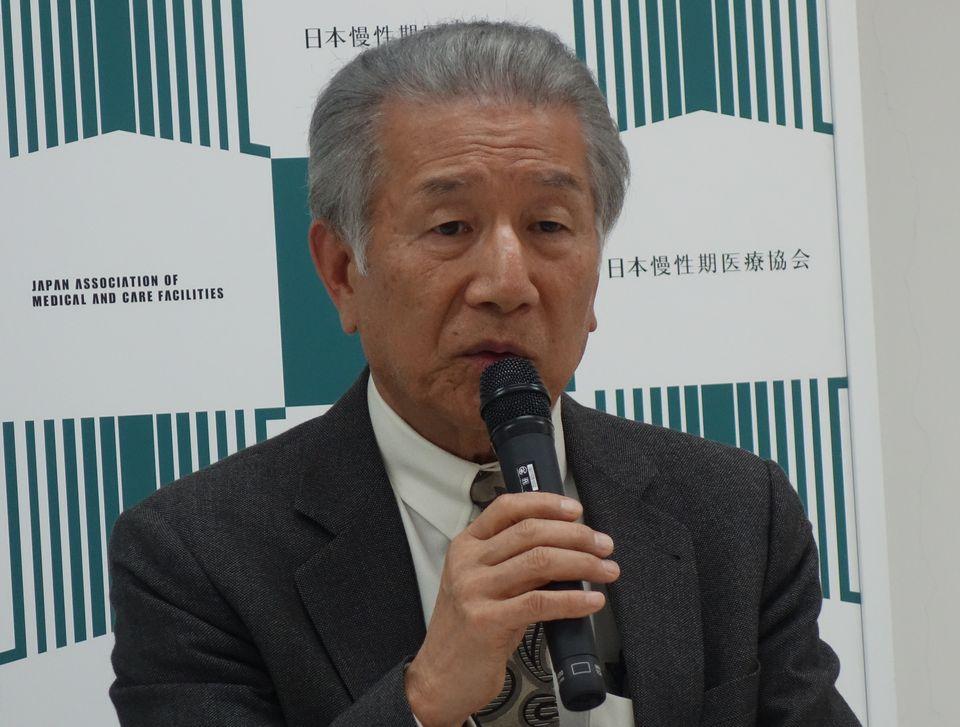 4月13日、定例記者会見に臨んだ日本慢性期医療協会の武久洋三会長