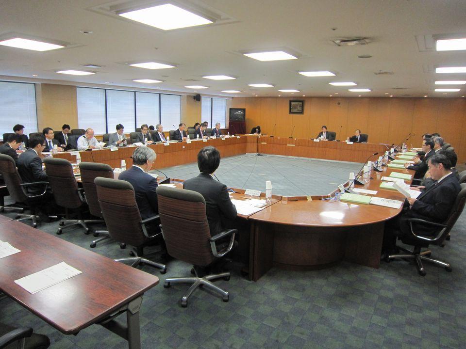 4月25日に開催された、「第3回 がんゲノム医療推進コンソーシアム懇談会」