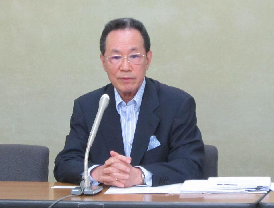 5月9日、日病協の原澤茂議長が、2018年度診療報酬改定に関する要望を厚労省に提出した後、省内で記者会見に臨んだ