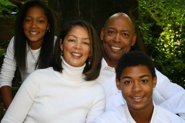 マイケル(右奥)とその家族