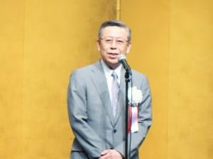 あいさつする日本病院会の相澤新会長