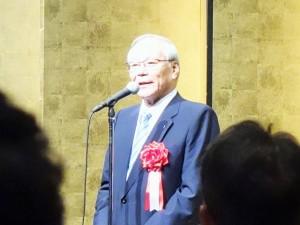 あいさつする日本病院会の横倉会長