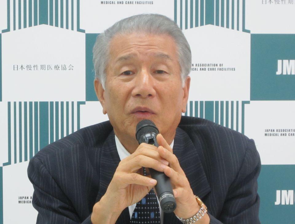 7月13日の定例記者会見に臨んだ、日本慢性期医療協会の武久洋三会長