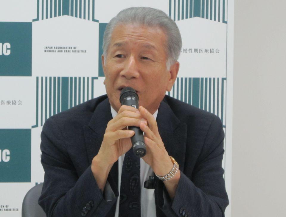 8月10日の定例記者会見に臨んだ、日本慢性期医療協会の武久洋三会長