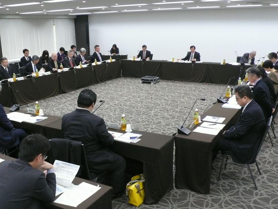 11月30日に開催された、「第13回 特定機能病院及び地域医療支援病院のあり方に関する検討会」
