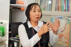 吉田久美(よしだ・くみ)氏:2008年に乳がんの告知を受ける。10年1月に乳がん体験者コーディネーターの認定資格を取得。湘南記念病院でのボランティア活動を経て、同年5月から現職。