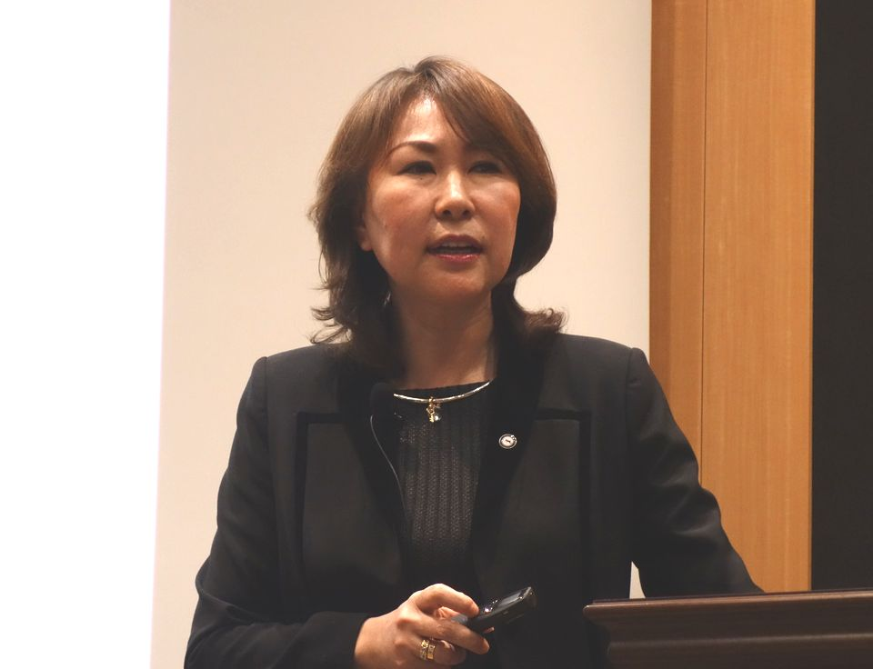 2018年度診療報酬改定セミナーで講演する、グローバルヘルスコンサルティング・ジャパン(GHC)代表取締役社長の渡辺幸子
