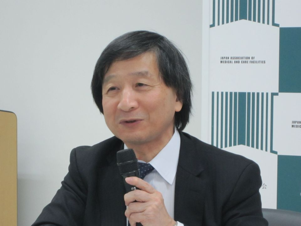 3月8日の定例記者会見に臨んだ、日本慢性期医療協会の池端幸彦副会長