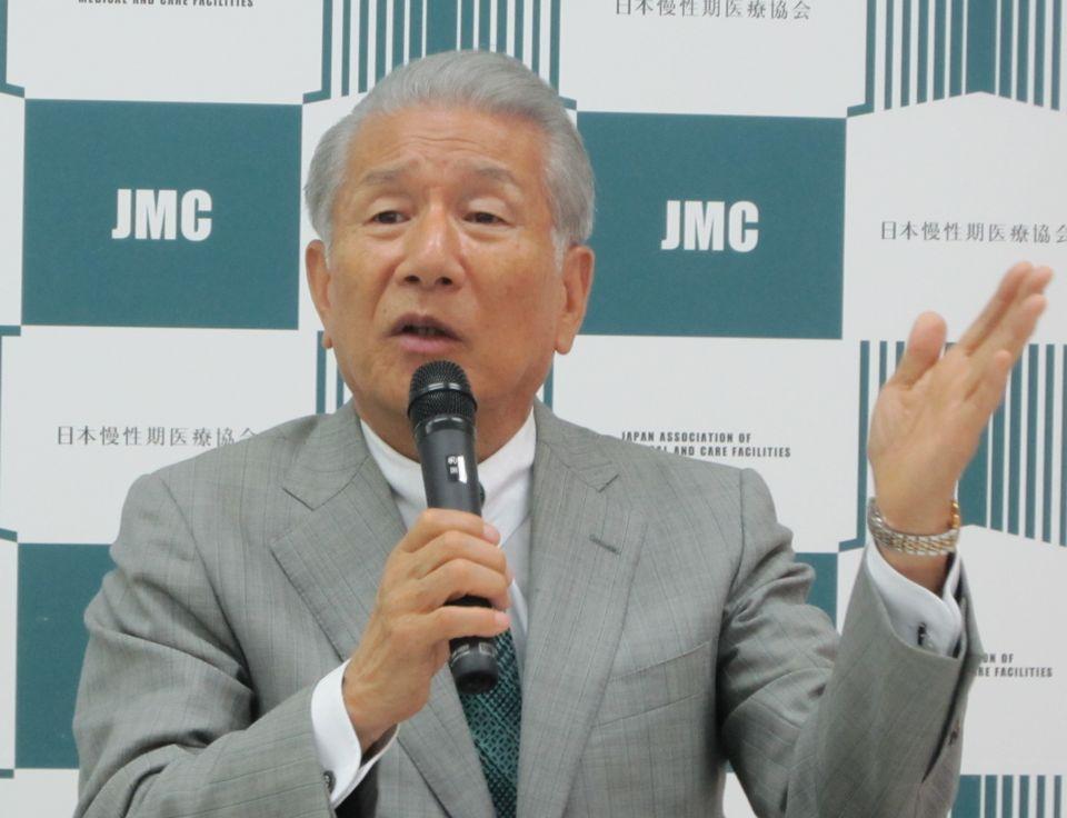 5月17日に、定例記者会見に臨んだ、日本慢性期医療協会の武久洋三会長