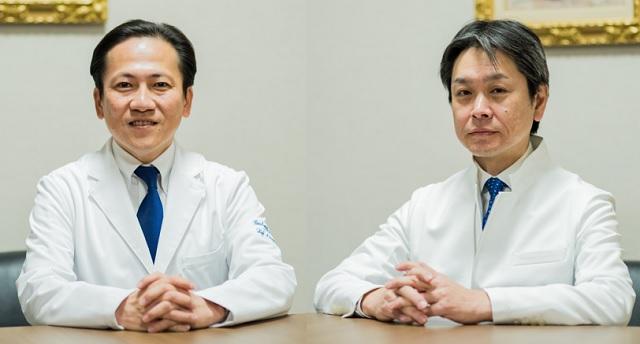 大同病院の野々垣浩二院長(左)、社会医療法人宏潤会の宇野雄祐理事長