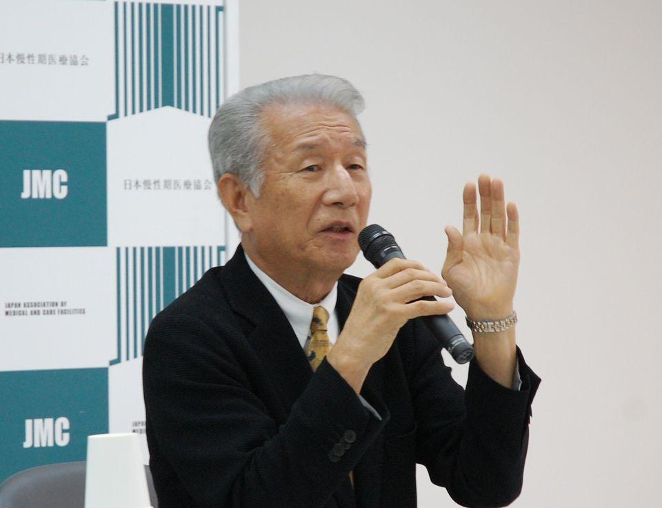 8月9日の定例記者会見に臨んだ、日本慢性期医療協会の武久洋三会長