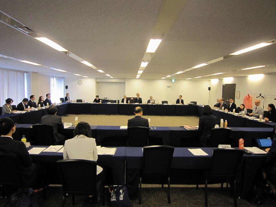 10月18日に開催された、「第58回 厚生科学審議会 疾病対策部会 難病対策委員会」と「第31回 社会保障審議会 児童部会 小児慢性特定疾患児への支援の在り方に関する専門委員会」の合同開催
