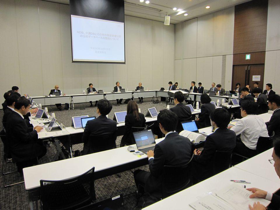10月25日に開催された、「第8回 医療・介護データ等の解析基盤に関する有識者会議」