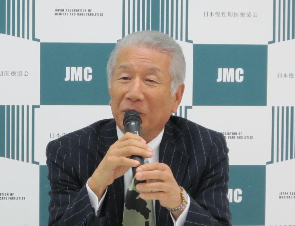 11月8日に定例記者会見に臨んだ、日本慢性期医療協会の武久洋三会長