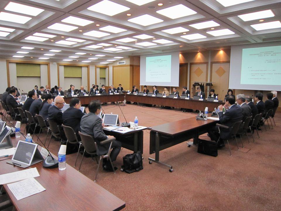11月21日に開催された、「第12回 中央社会保険医療協議会 費用対効果評価専門部会・薬価専門部会・保険医療材料専門部会 合同部会」