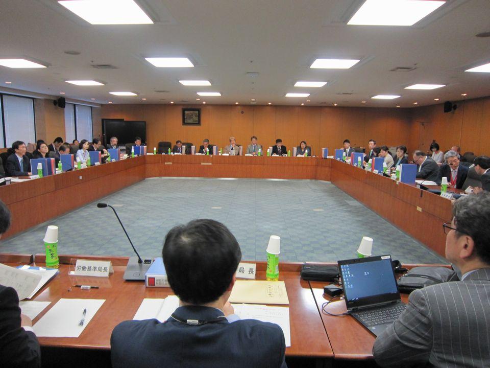 12月5日に開催された、「第13回 医師の働き方改革に関する検討会」