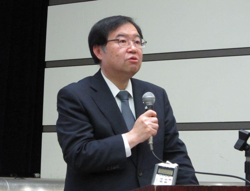 1月18日に開催された「平成30年度 全国厚生労働関係部局長会議」で厚労省医政局の重点事項について説明する吉田学局長