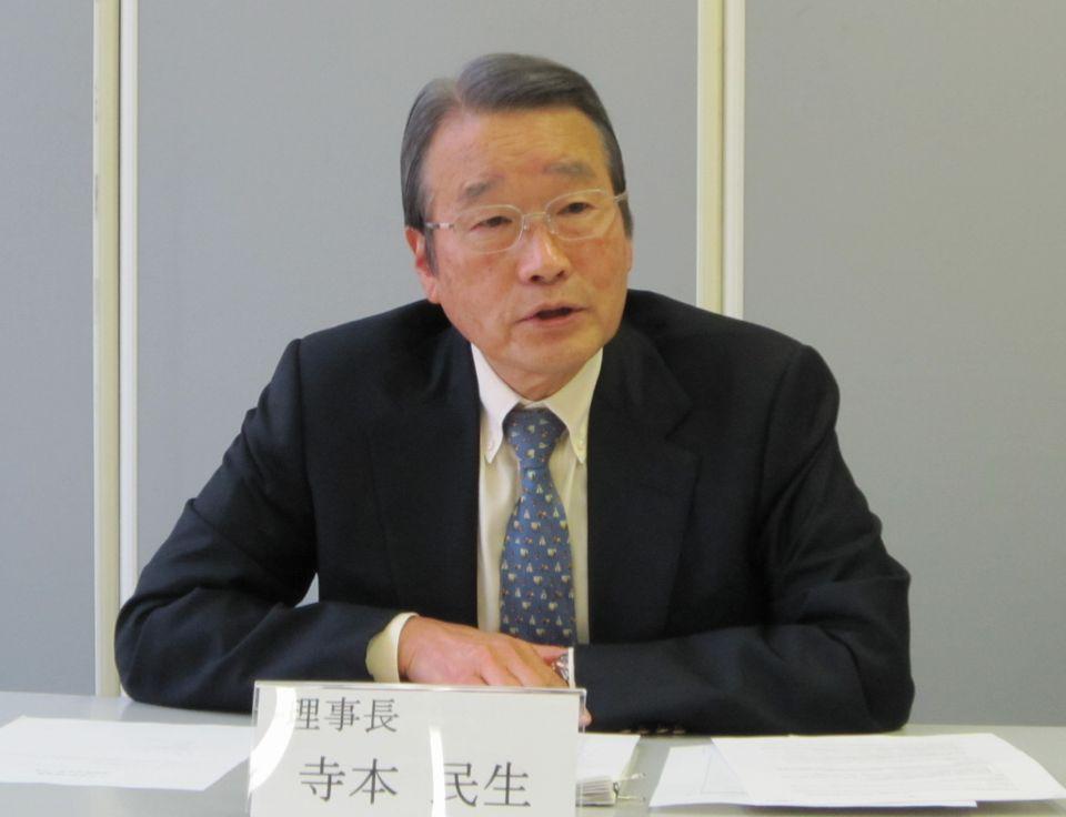 1月21日の定例記者会見に臨んだ、日本専門医機構の寺本民生理事長(帝京大学・臨床研究センター長)