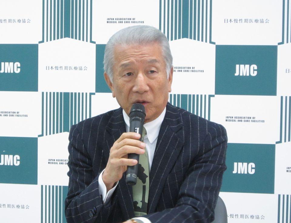 2月14日に定例記者会見に臨んだ、日本慢性期医療協会の武久洋三会長