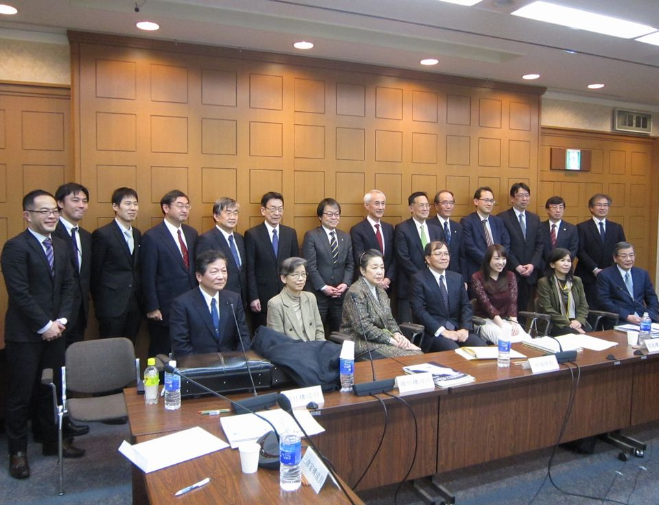 有識者会議の構成員と厚生労働省事務局