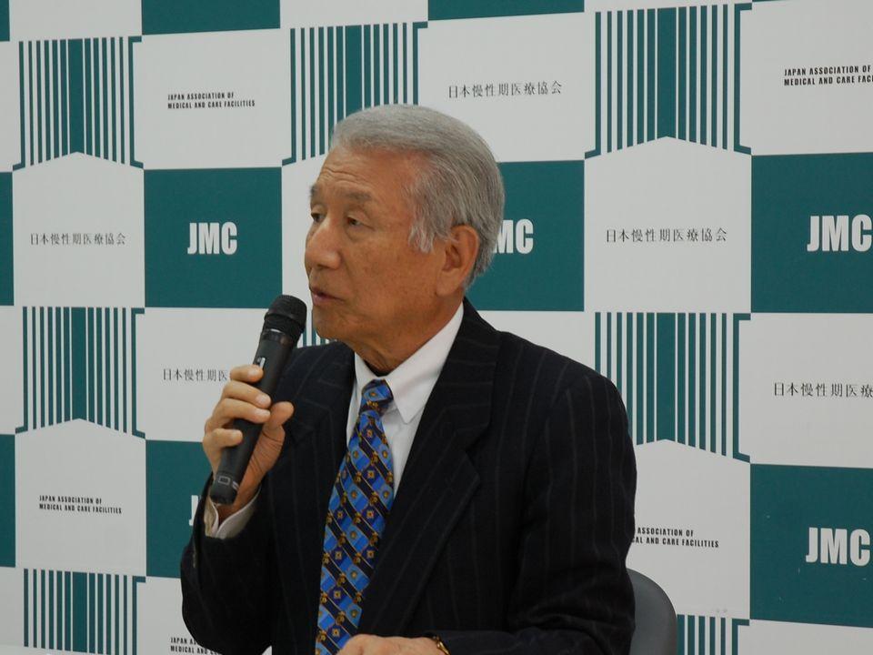 5月23日に定例記者会見に臨んだ、日本慢性期医療協会の武久洋三会長