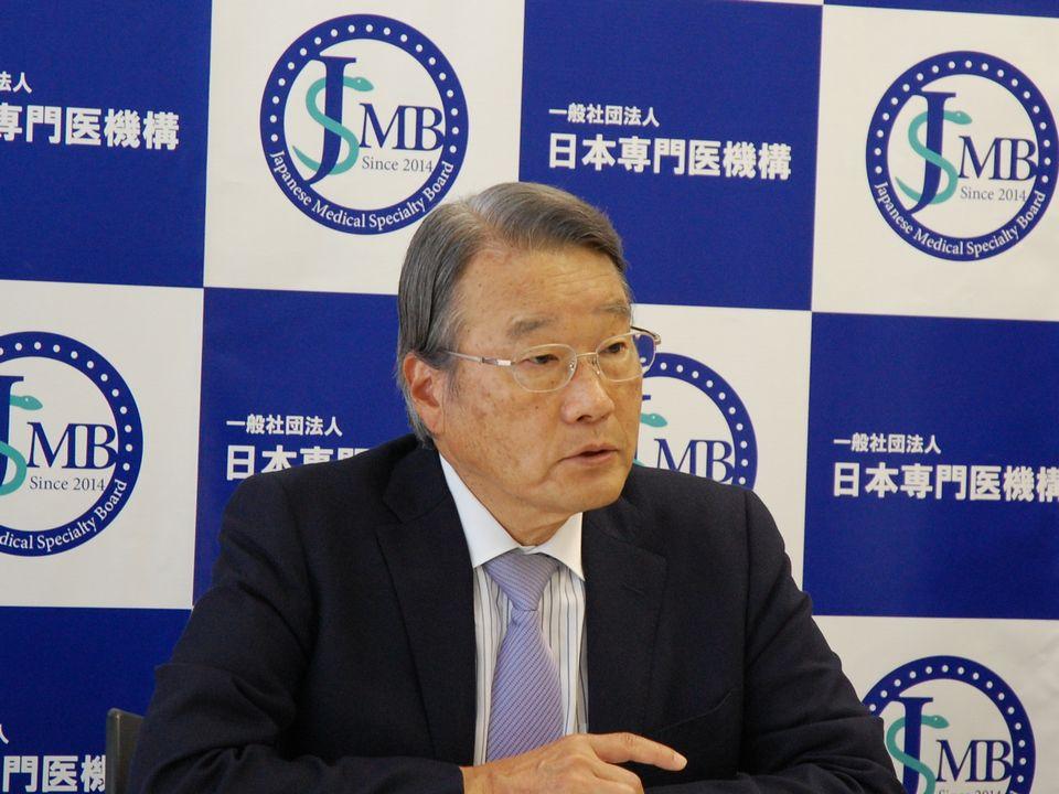 5月27日に定例記者会見に臨んだ、日本専門医機構の寺本民生理事長(帝京大学・臨床研究センター長)