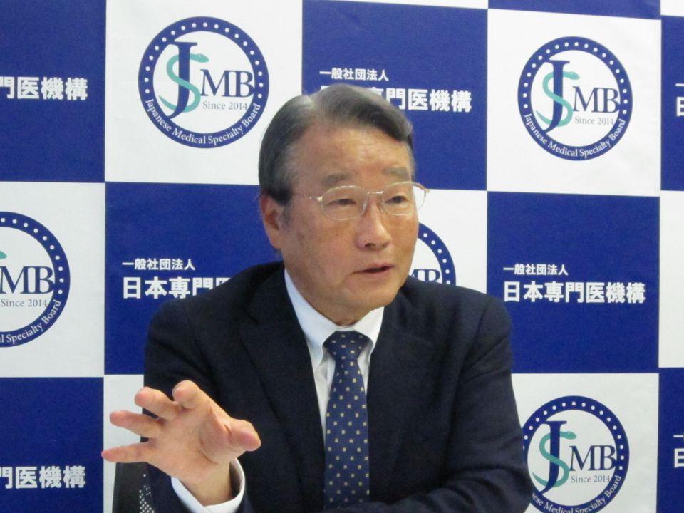 6月24日の定例記者会見に臨んだ、日本専門医機構の寺本民生理事長(帝京大学・臨床研究センター長)