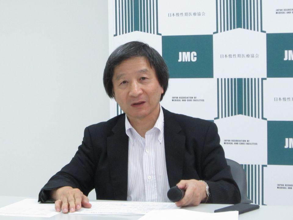 8月8日に、日本慢性期医療協会定例記者会見に臨んだ池端幸彦副会長