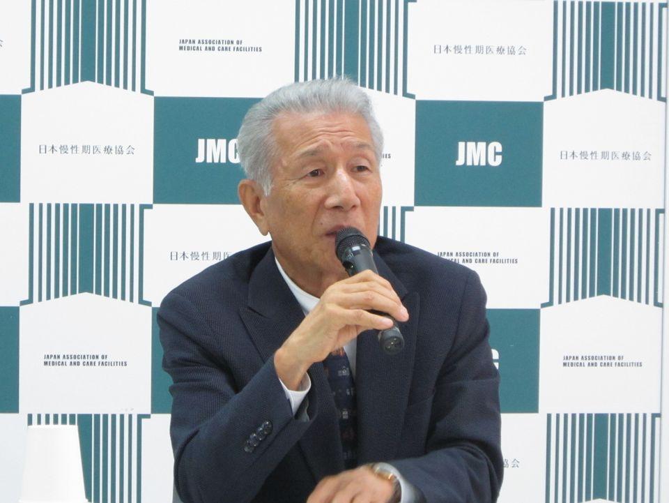 8月8日に、日本慢性期医療協会定例記者会見に臨んだ武久洋三会長